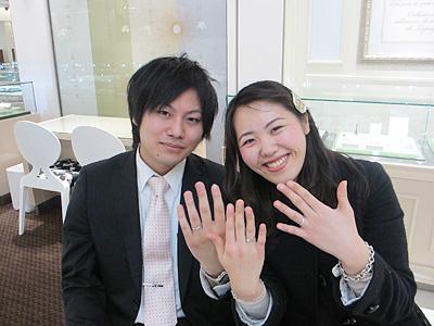 お気に入りの指輪が見つかって、 二人とも喜んでおります。