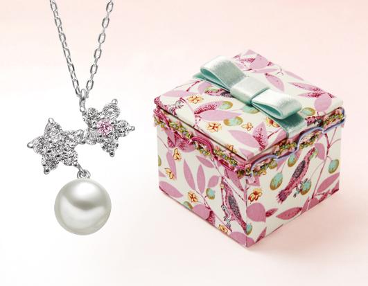シルバー製のオリジナルペンダント&ジュエリーボックスをプレゼント