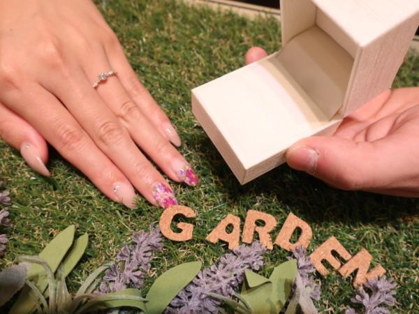 AMOUR AMULETの婚約指輪を成約のお客様です。