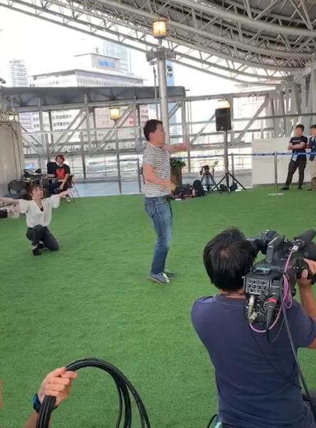 テレビにて公開サプライズプロポーズ大阪梅田