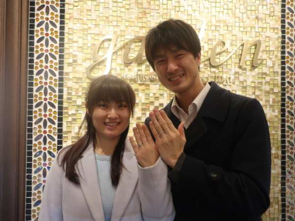 gardenオリジナルの婚約指輪とPassageの結婚指輪
