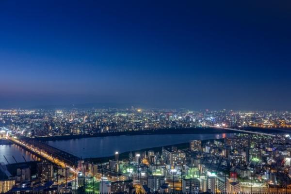 夏におすすめの大阪のプロポーズスポットで空中庭園