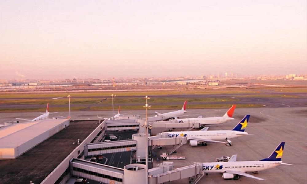 東京国際空港でプロポーズ
