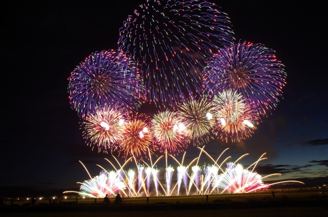 花火大会で人気の山形県赤川花火大会でプロポーズ